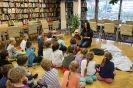Najmłodsi czytelnicy w międzyzdrojskiej bibliotece